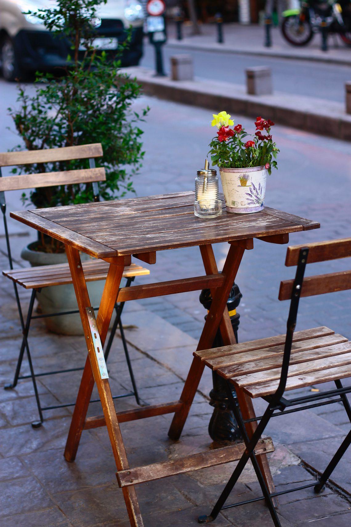 ovaalvormige tafel
